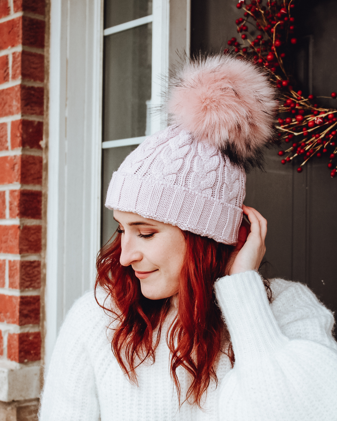 lindo f cable hat (pink dust) + faux raccoon pom (pink dust - large)